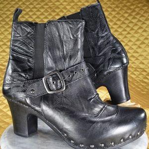 Dansko Black Chelsea Boots Women's Size 11.5 / 12